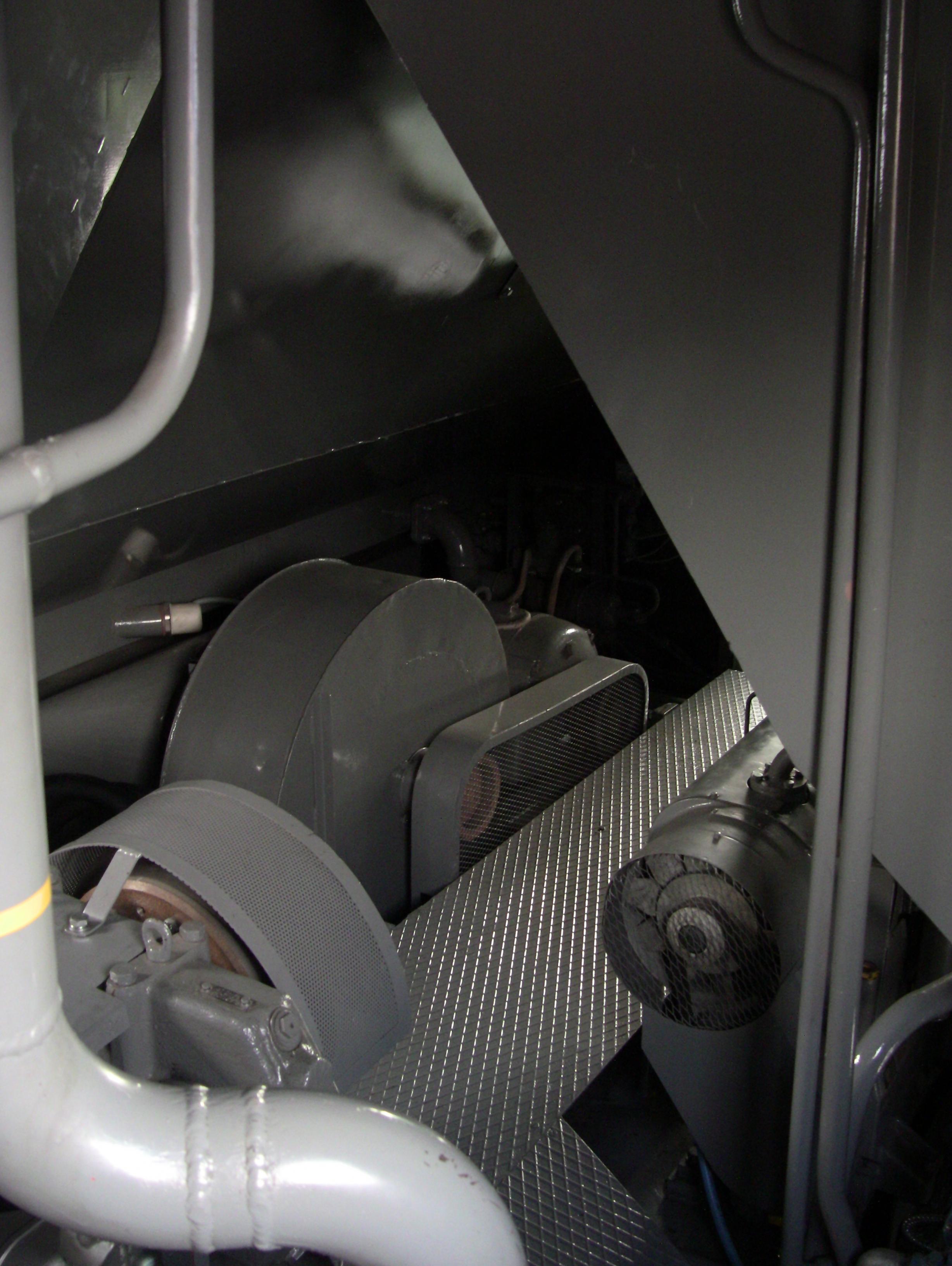 Lokomotiva T499.0002 - strojovna