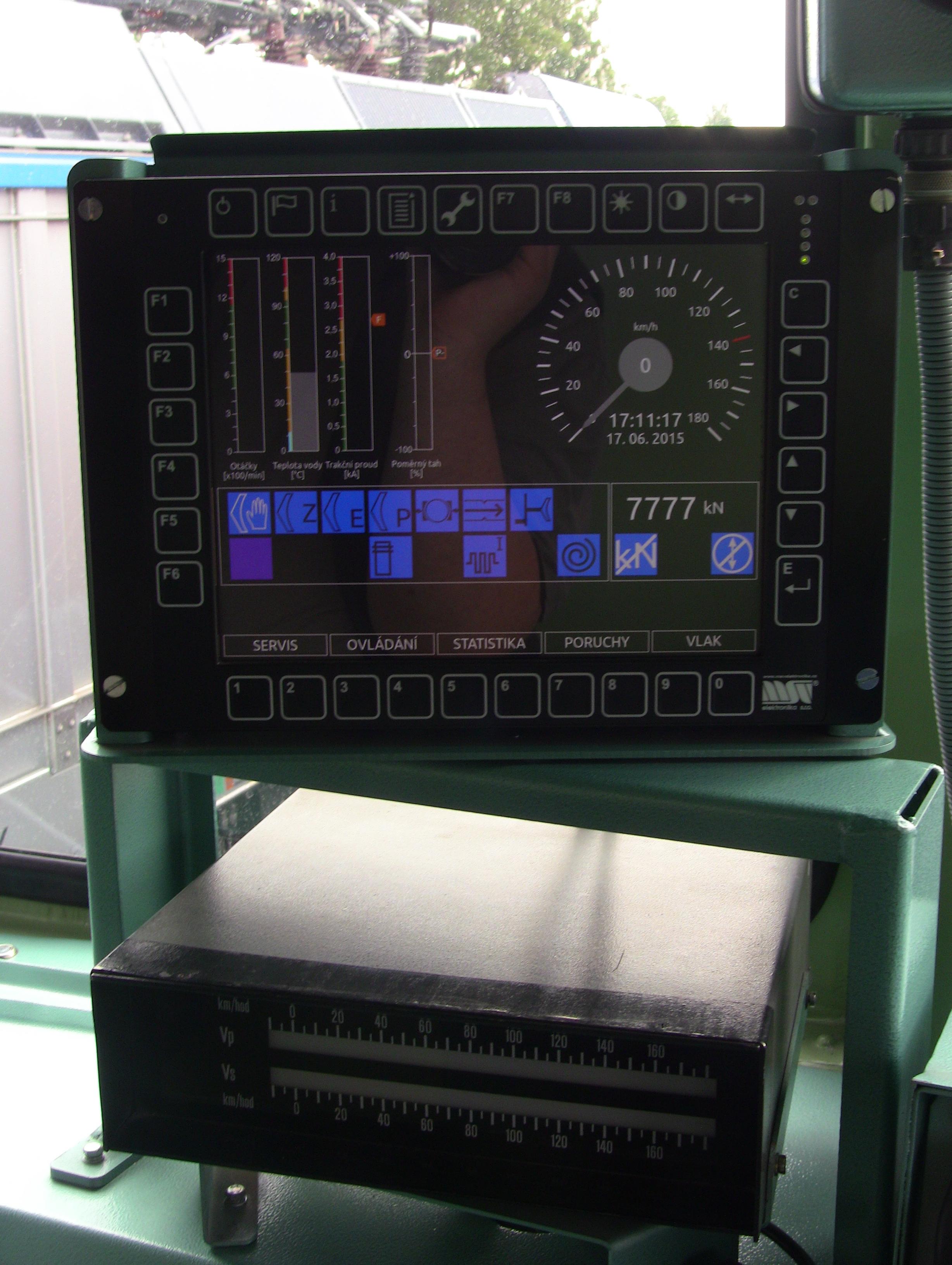 Lokomotiva T499.0002 - kabina strojvedoucího