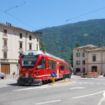 ABe 8/12 RhB přijíždí do švýcarského Tirana. Zdroj: ŽelPage, Autor:  Tomáš Kubovec